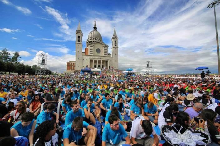 5.000 Jugendliche aus der ganzen Welt feiern den 200. Geburtstag Don Boscos (Foto: Andrea Cherchi)