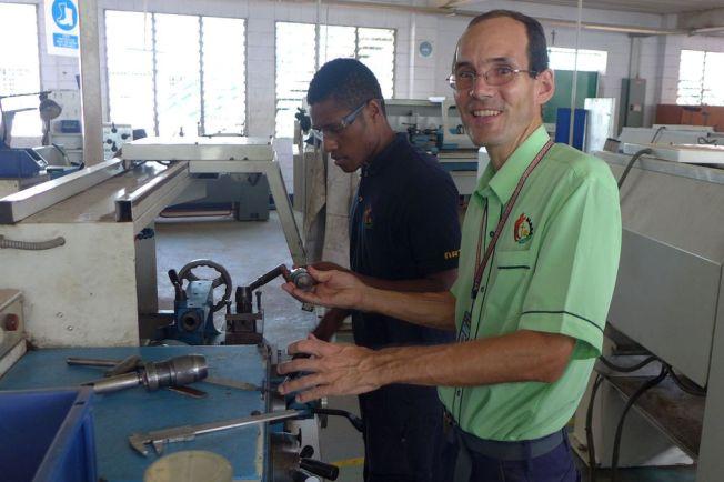 Don Bosco Berufsausbildung mit Bruder Reto Wanner in Papua Neuguinea